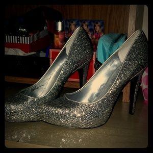 Glitter pumps